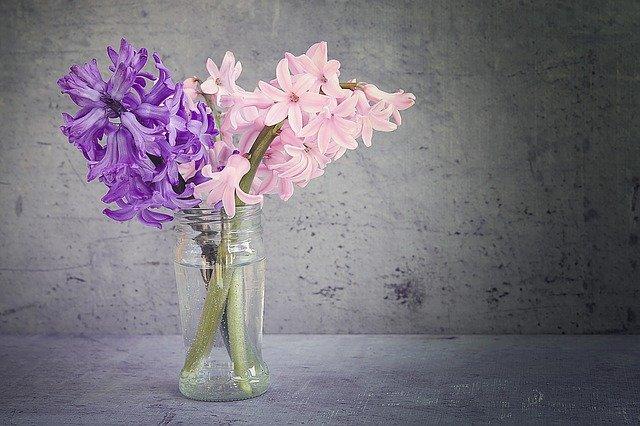 Escolha uma boa base para os lindos arranjos de flores