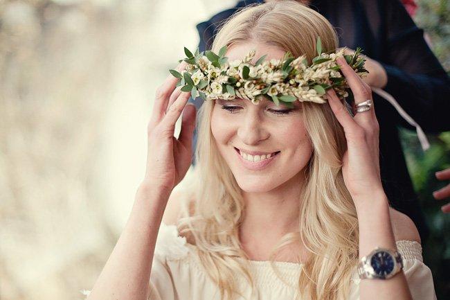 arranjos de flores nos cabelos para noivas