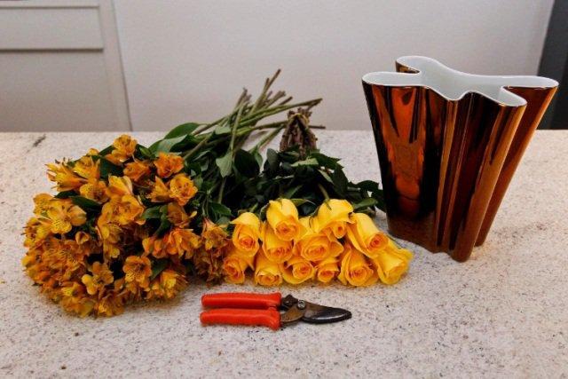 Montando um arranjo de flores