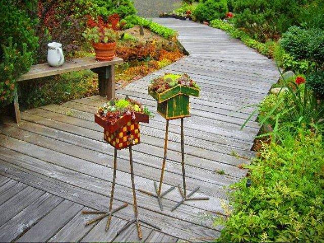 Jardim com casa de passarinhos