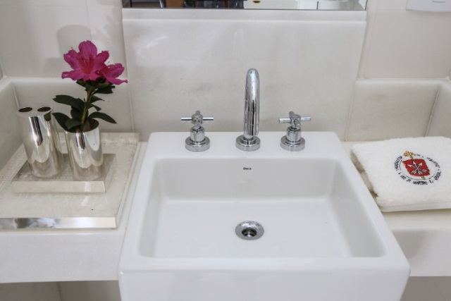 Confira Dicas de Como Decorar o Banheiro com Flores -> Flores Artificiais Para Decoracao De Banheiro