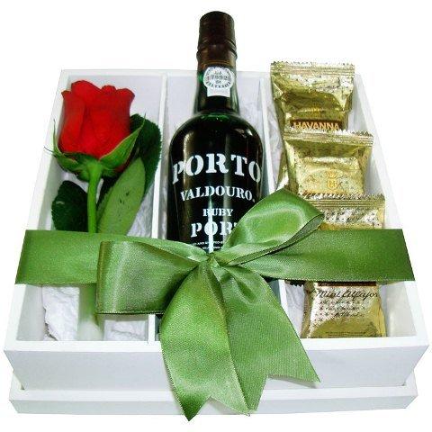 Presente com vinho, Havanna e Rosa