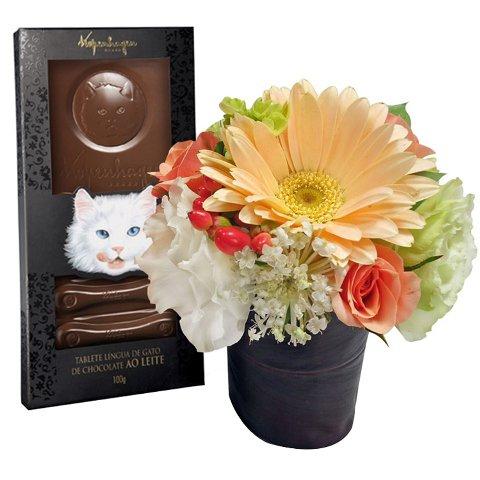 Língua de gato e flores