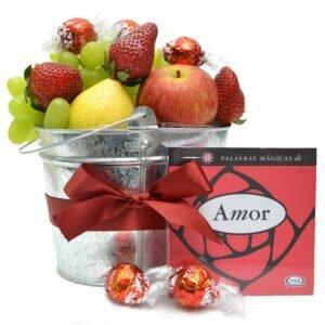 Cesta de Frutas com Amor - Flores e livros