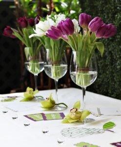 Arranjos de Flores para Mesa de tulipas em taças