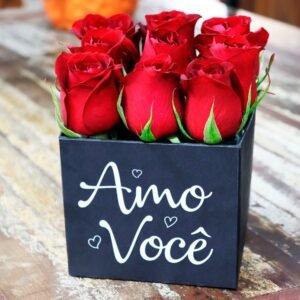 """Rosas Vermelhas no Box """"Amo Você"""""""