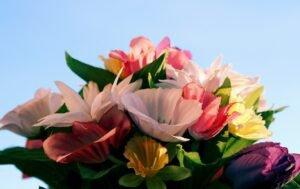 Saiba cuidar das flores artificiais