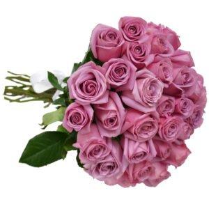 Rosas lilás são tipos de flores para buquê indicadas para vestidos mais simples