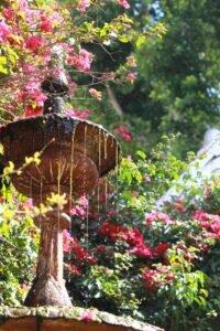 Como-escolher-as-fontes-para-decorar-o-seu-jardim