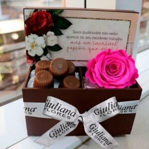 Cesta de Chocolate e Rosa para Secretária