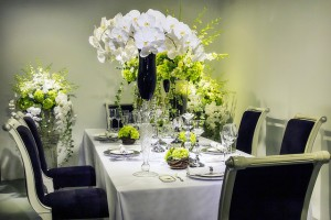 Arranjo de flores para mesa de jantar