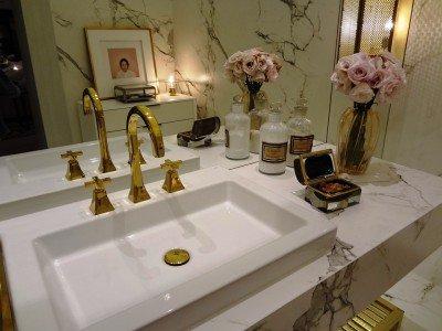 saiba como decorar o banheiro com flores