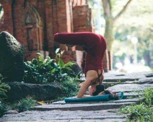 Exercícios de yoga para relaxar — Ardha Sírshásana