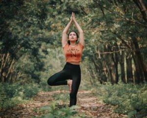 Exercícios de yoga para relaxar — Posição Árvore
