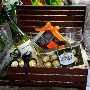 Kit de Vinho Branco com Chocolates Baú