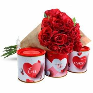 """Buquê de Mini Rosas Vermelhas e Kit Castanhas """"Eu te Amo"""""""