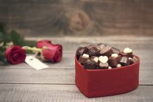flores e chocolates como presentear sogra