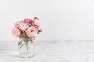 Arranjo de rosas no vaso transparente