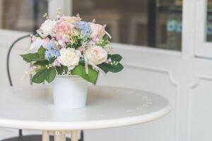 Comece o ano com o pé direito usando vaso com flores