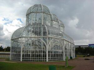 vista externa do jardim botanico de curitiba